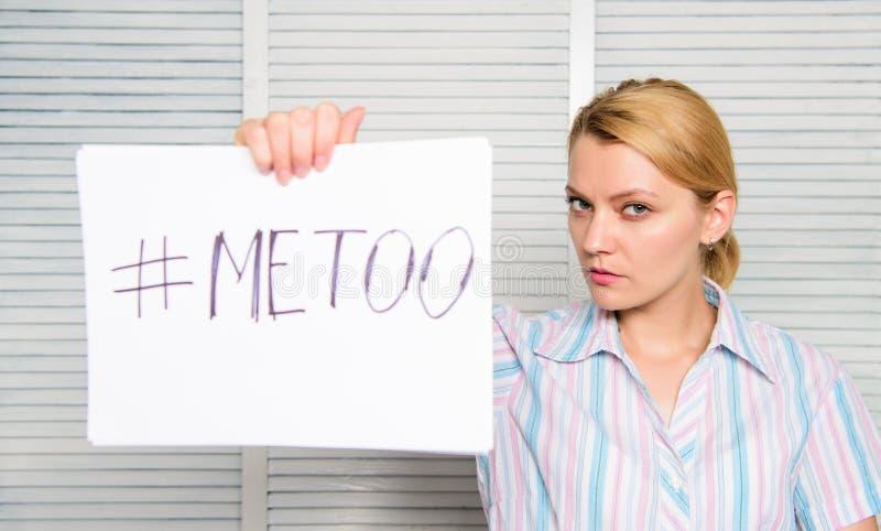 Pazzo al collega Metoo come nuovo movimento Provi a sedurre direttore Molestia sessuale nel workplac fotografie stock libere da diritti