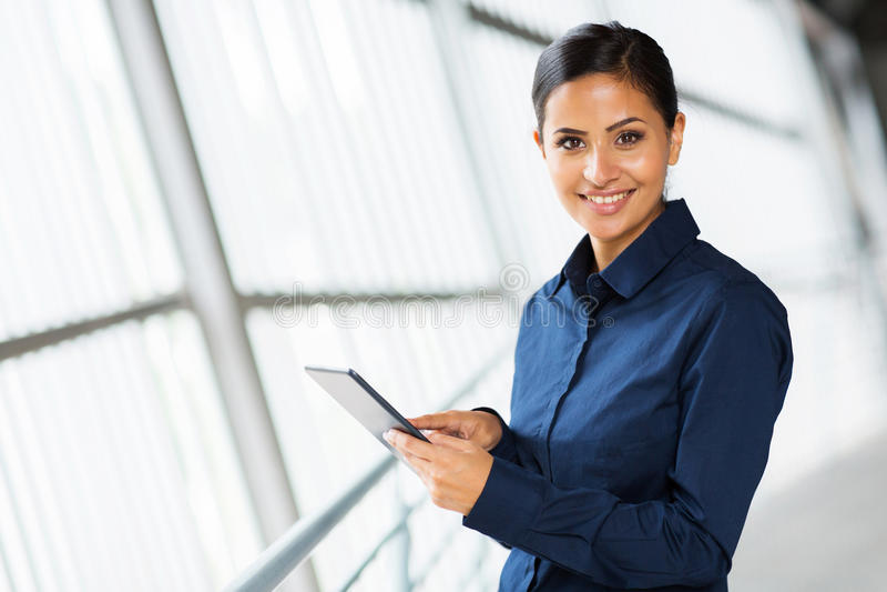 PC ταμπλετών γυναικών στοκ φωτογραφία με δικαίωμα ελεύθερης χρήσης