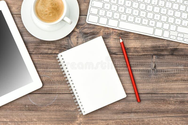 Pc, tastiera e tazza di caffè della compressa di Digital Workp del Ministero degli Interni fotografia stock libera da diritti