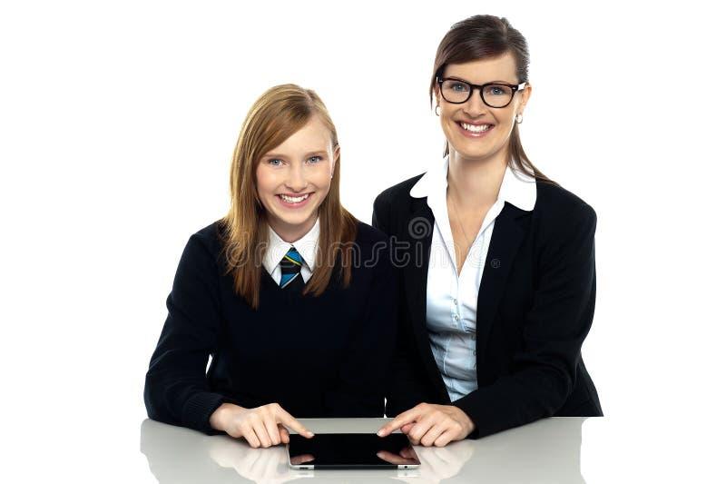 PC van de het duo werkende tablet van de privé-leraar en van de student stock afbeelding