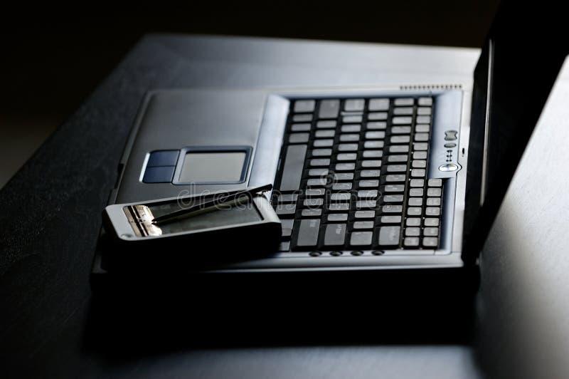 PDA sobre o portátil imagens de stock royalty free