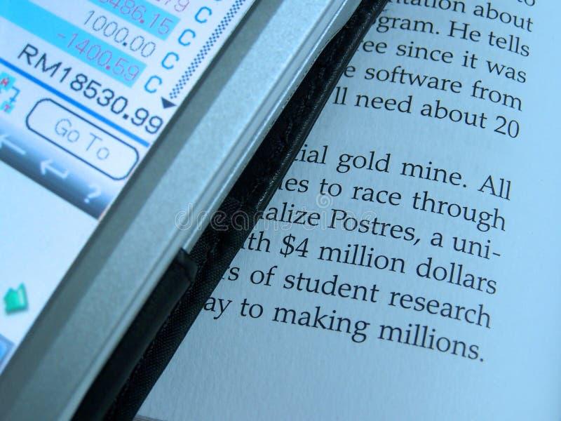 PDA y documento foto de archivo libre de regalías