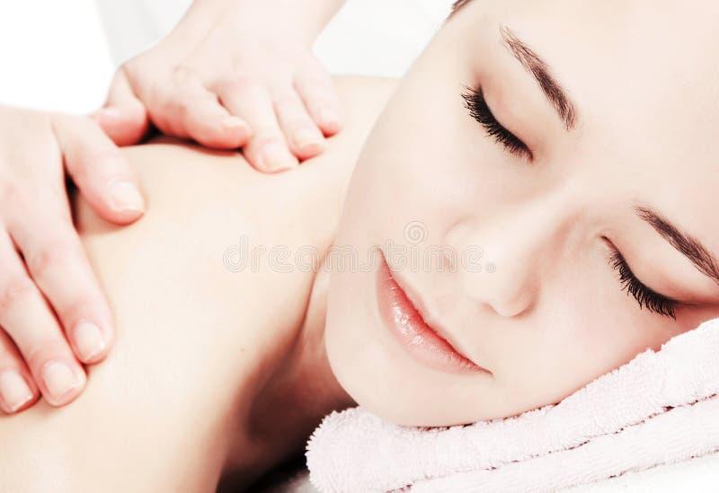 Peça da menina da face durante o procedimento da massagem. imagem de stock royalty free