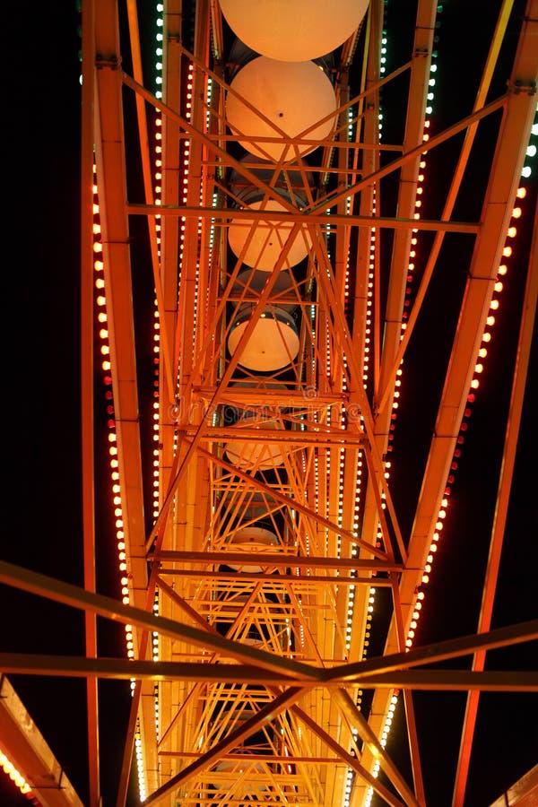 Peça da roda de Ferris na noite fotografia de stock
