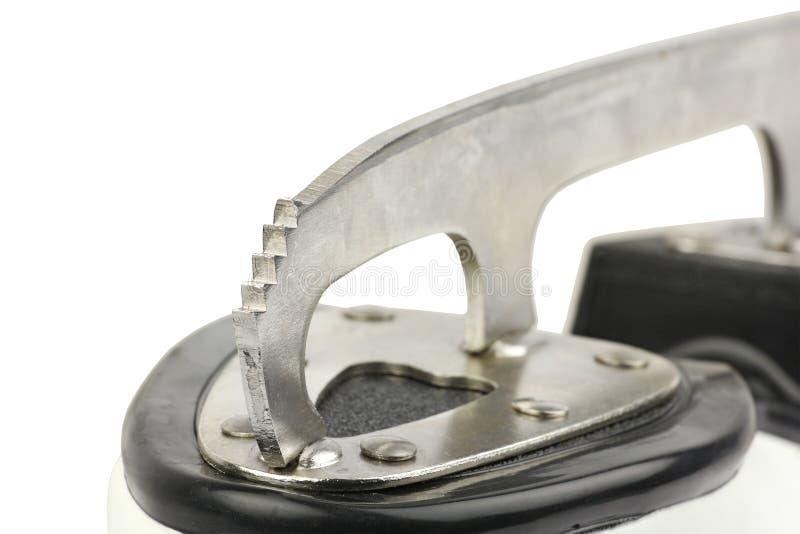 Peça de metal serrilhada parte dianteira da lâmina da figura patins, bota de couro branca da mulher, vista dianteira, no fundo br fotos de stock royalty free