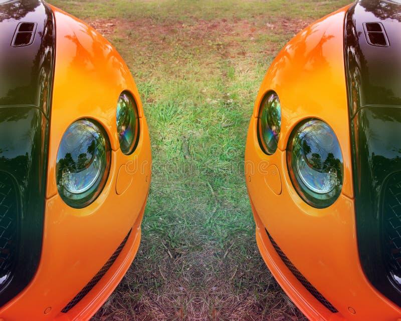 Peça de um carro alaranjado em um fundo da grama Carro luxuoso alaranjado fotografia de stock royalty free