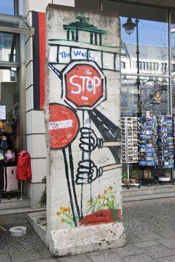 Download Peça do muro de Berlim foto de stock editorial. Imagem de berlim - 29827678