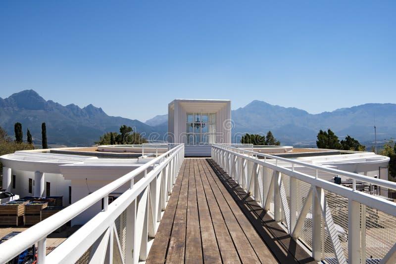 Peça superior da adega da propriedade do vinho de Vergelegen, Sommerset ocidental, cabo ocidental, África do Sul imagens de stock royalty free