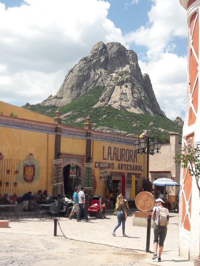 Peña de Bernal Montanha Queretaro México foto de stock