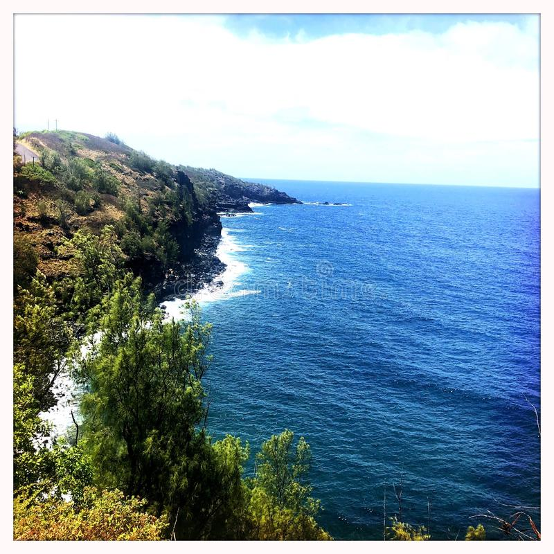 Peñascos en la costa en Wailuku Maui fotografía de archivo libre de regalías