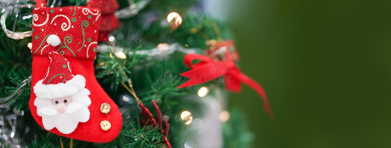 Peúga do Natal Uma peúga vermelha do Natal para wi da decoração do Natal foto de stock royalty free