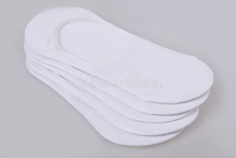 Peúgas brancas curtos isoladas no fundo branco imagens de stock royalty free