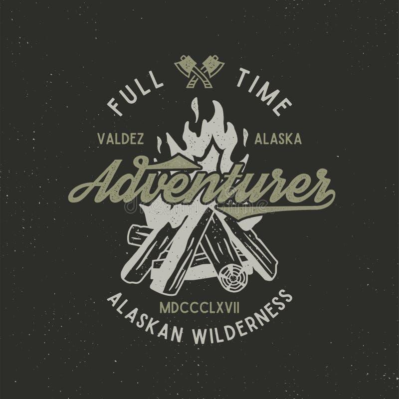 Pełna czasu poszukiwacz przygód rocznika etykietka z textured ogniskiem, cioską i typ element, Alaska pustkowia retro emblemat we royalty ilustracja