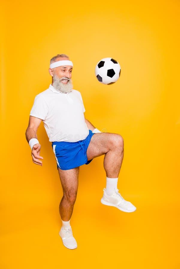 Pełna długość nowożytny chłodno śmieszny competetive emeryt, lider, zdjęcie royalty free