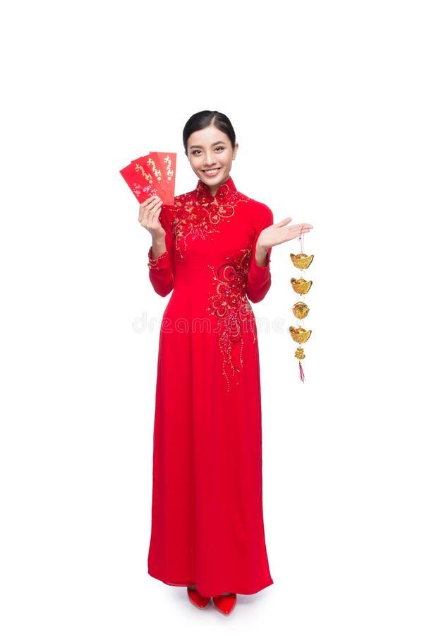 Pełna długość piękna Azjatycka kobieta na tradycyjnym festiwalu c obrazy stock