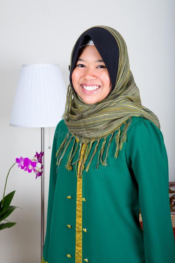 pełne dziewczyna garnitur muzułmańskiego tradycyjne young zdjęcia stock