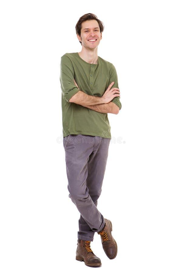 Pełnej długości przypadkowy mężczyzna ono uśmiecha się i stoi z rękami krzyżować obrazy royalty free