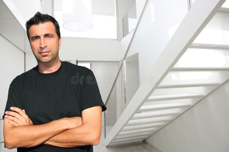 pełnoletniego domu lobby mężczyzna średni nowożytny biel zdjęcia stock