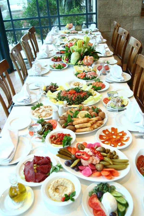 pełny żywności tabeli zdjęcia royalty free