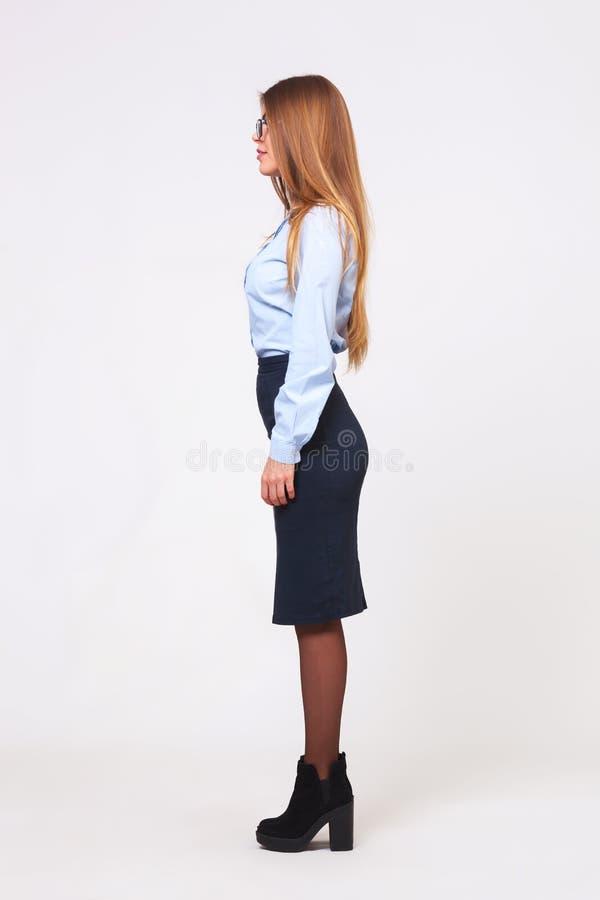 Pełny ciało profilu widok młoda biznesowa kobieta obrazy stock