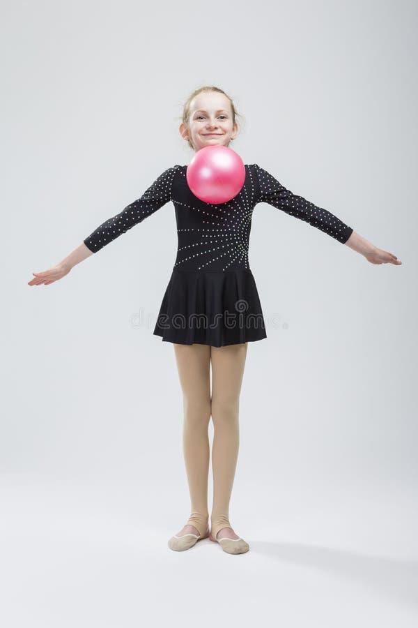 Pełny długość portret Kaukaska Żeńska Rytmiczna gimnastyczka zdjęcia royalty free