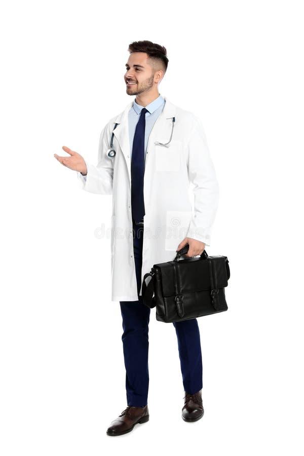 Pełny długość portret lekarz medycyny z torbą odizolowywającą obraz stock