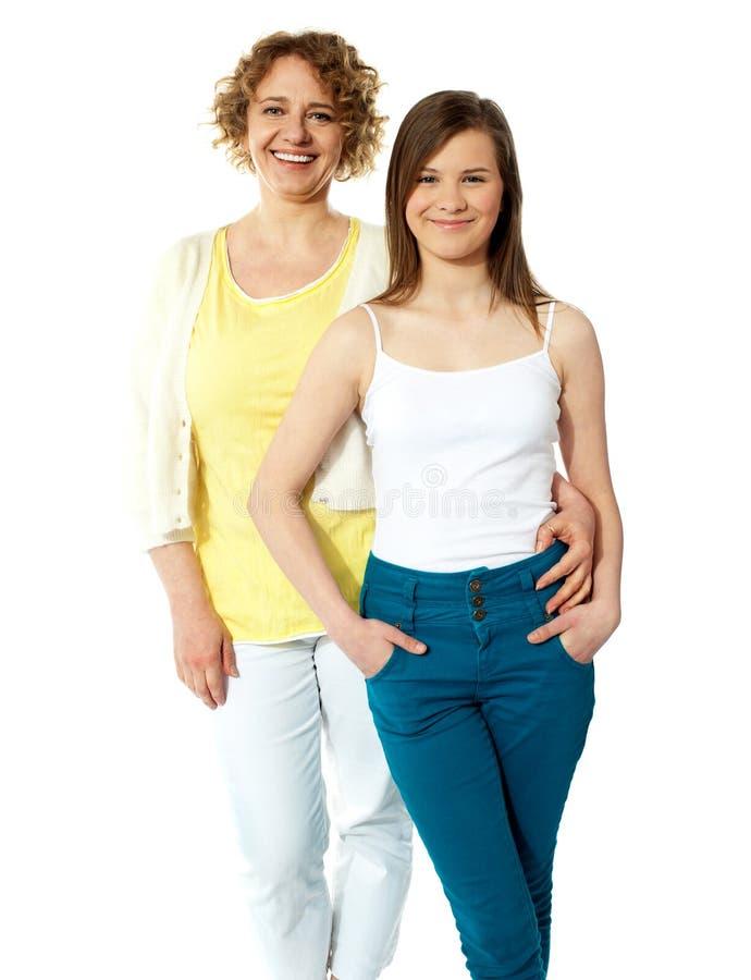 Pełny długość portret mum i córka fotografia stock