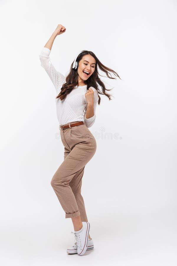 Pełny długość portret szczęśliwy azjatykci bizneswoman zdjęcia royalty free