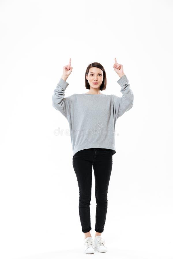 Pełny długość portret z podnieceniem przypadkowy dziewczyny wskazywać obraz royalty free
