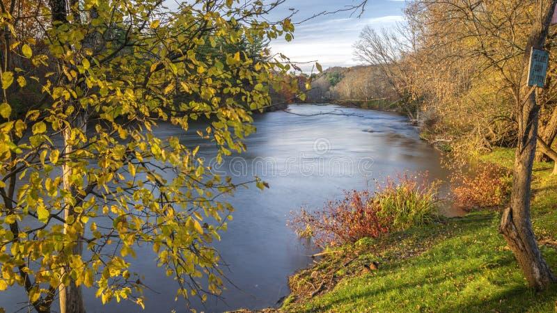 16:9 Pełny widok na zachodnią Kanadę Creek Meander podczas zachodu słońca, gdzie spotyka błoto i Cincinnati Creeks w Barneveld, N zdjęcie stock