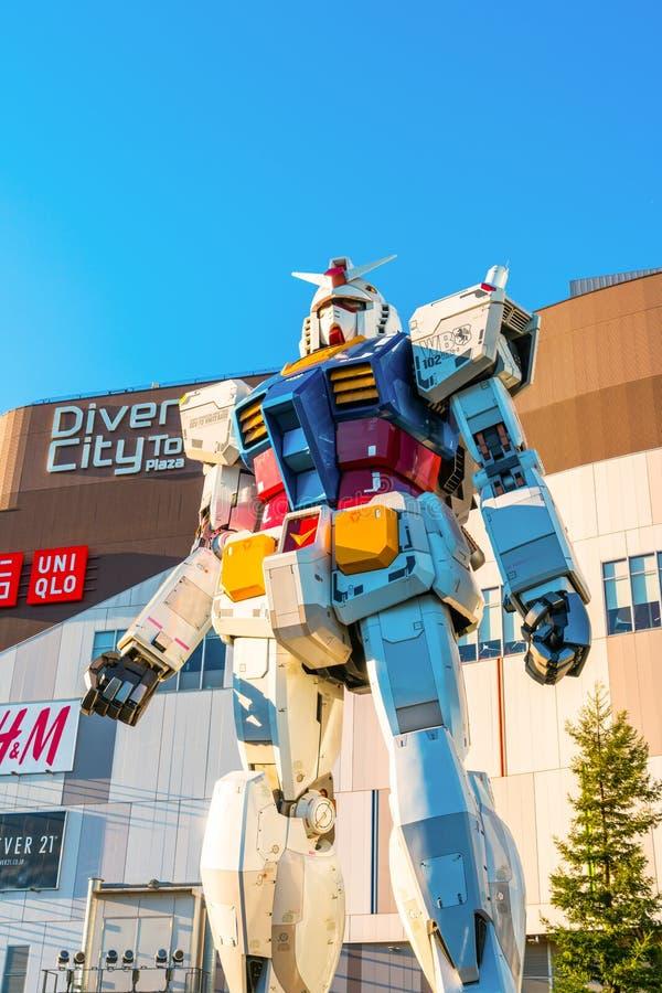 Pełnych rozmiarów Gundam występy Na zewnątrz DiverCity Tokio placu, Oda royalty ilustracja