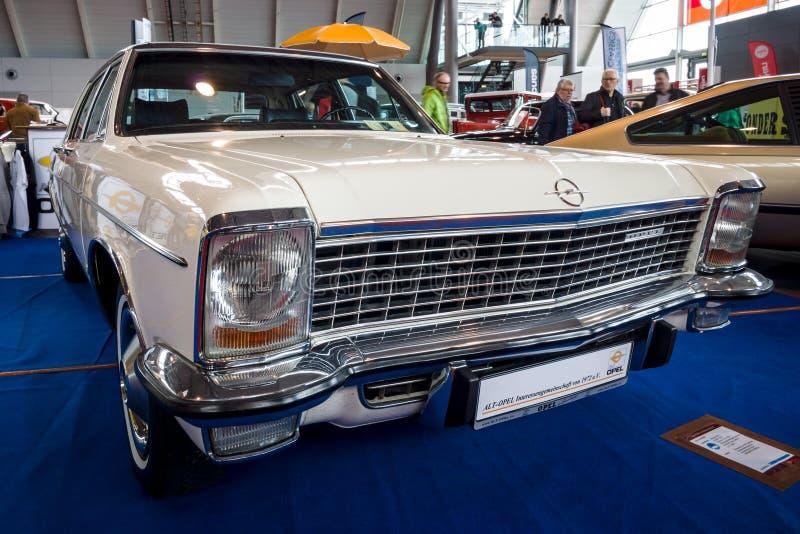 Pełnych rozmiarów luksusowy samochodowy Opel dyplomata B, 1972 zdjęcie royalty free