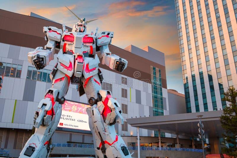 Pełnych rozmiarów Mobilna kostiumu RX-0 jednorożec Gundam przy nurka miasta Tokio placem w Tokio, Japonia zdjęcia stock