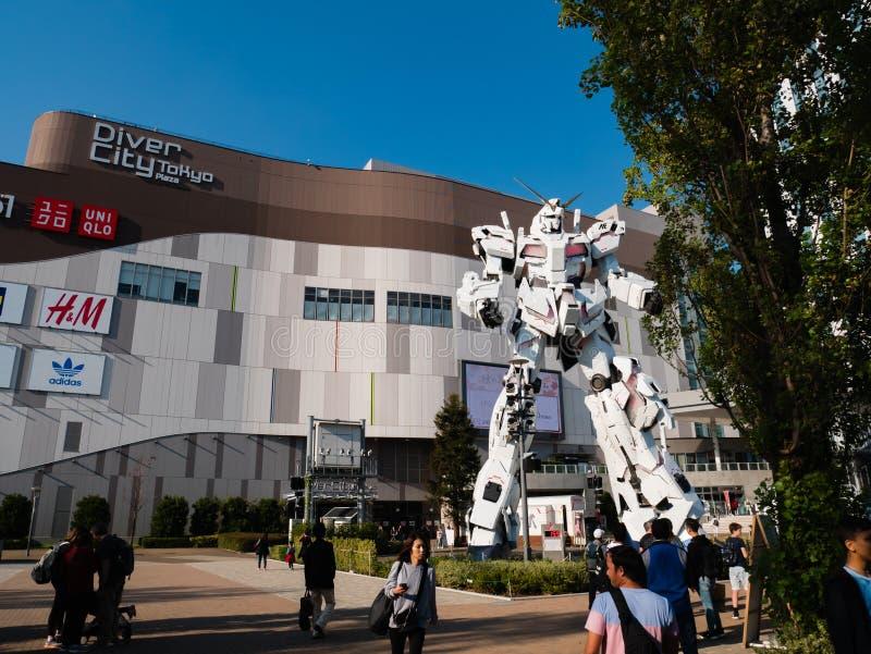 Pełnych rozmiarów RX-0 Gundam jednorożec przy nurka miasta Tokio placem w Od fotografia royalty free