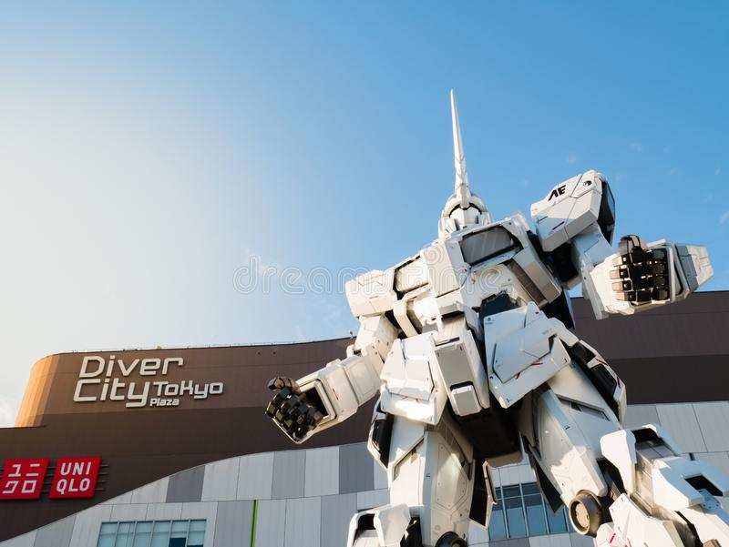 Pełnych rozmiarów RX-0 Gundam jednorożec przy nurka miasta Tokio placem w Od obrazy stock