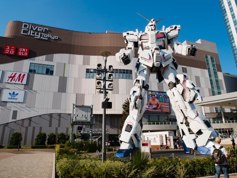 Pełnych rozmiarów RX-0 Gundam jednorożec przy nurka miasta Tokio placem w Od obraz stock
