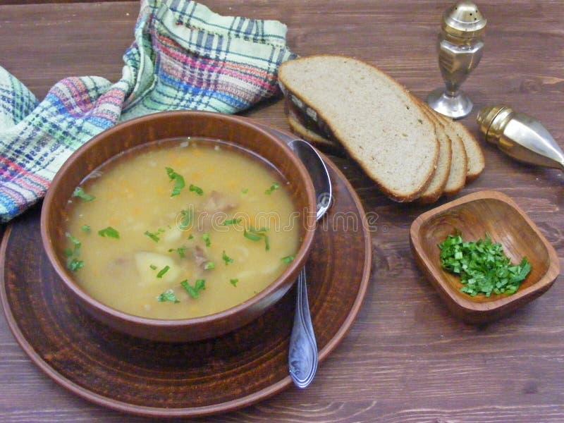 Pea Soup Culinária rústica do vintage de Balerus imagens de stock royalty free
