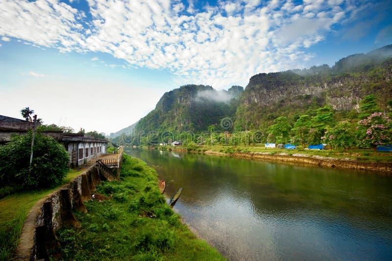 Peace River et ciel bleu photo stock