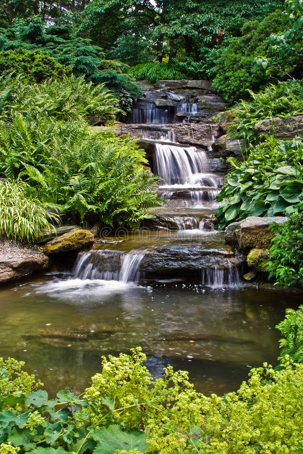 Free Peaceful Waterfall Stock Images - 2698604