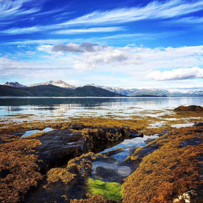 Peacefull niebieskie niebo i morze zdjęcia stock