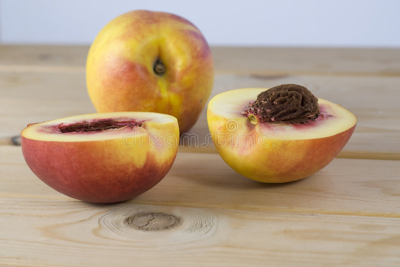 Download Peaches Royalty Free Stock Image - Image: 3283426