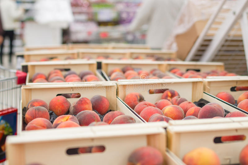 Peaches In Wood Boxes In Supermarket Royalty Free Stock Image