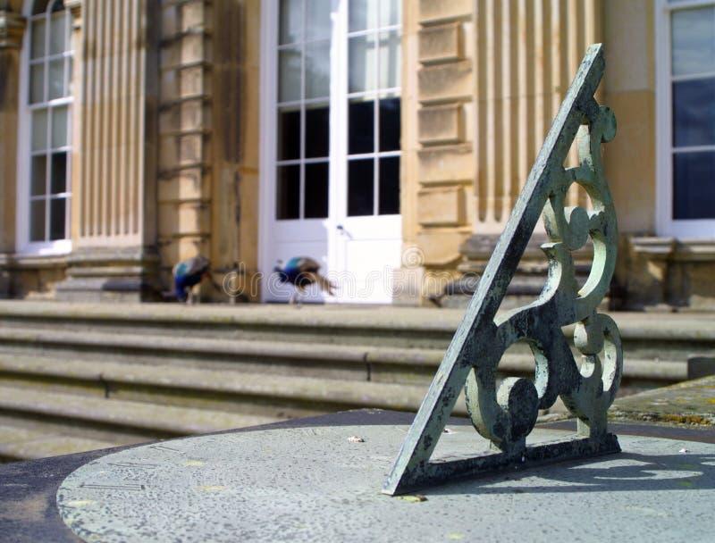 peacock ηλιακό ρολόι στοκ φωτογραφία με δικαίωμα ελεύθερης χρήσης