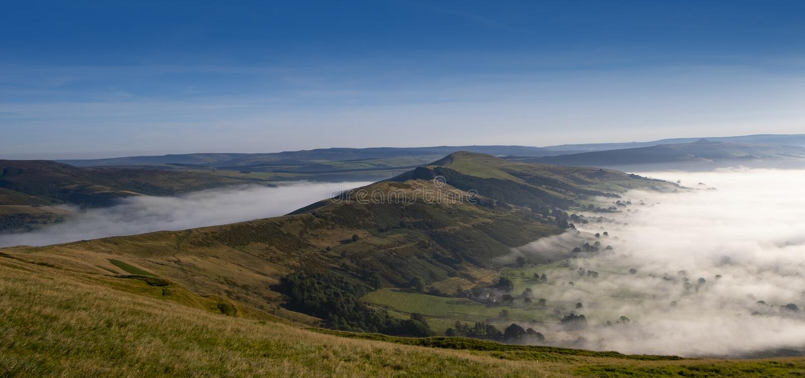Peak District, Derbyshire, morning mist in Hope valley and Edale, seen from Mam Tor. Early morning mist settling in the valleys of the Peak District, Derbyshire stock photography