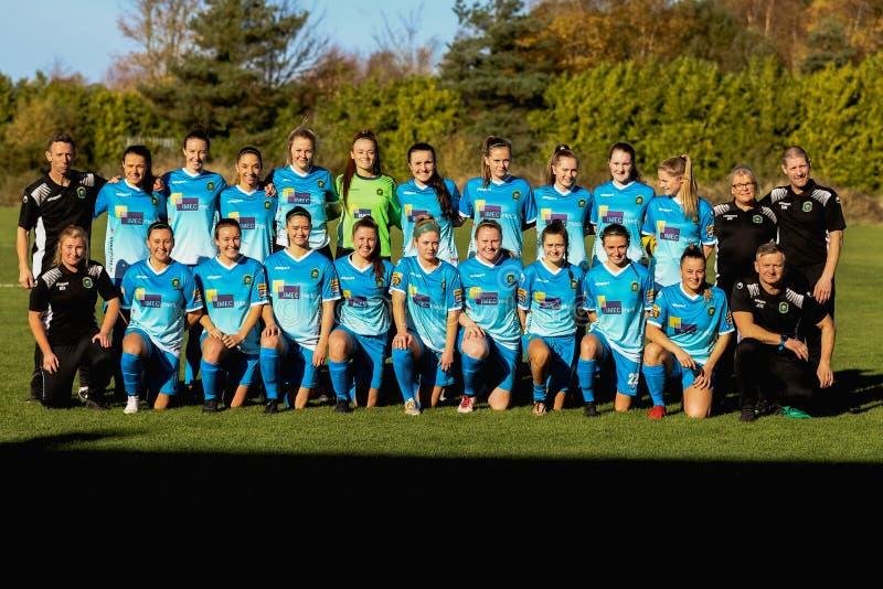 Peamount unió el equipo y al personal en el partido de la liga nacional de las mujeres contra las mujeres de Cork City FC imagen de archivo libre de regalías