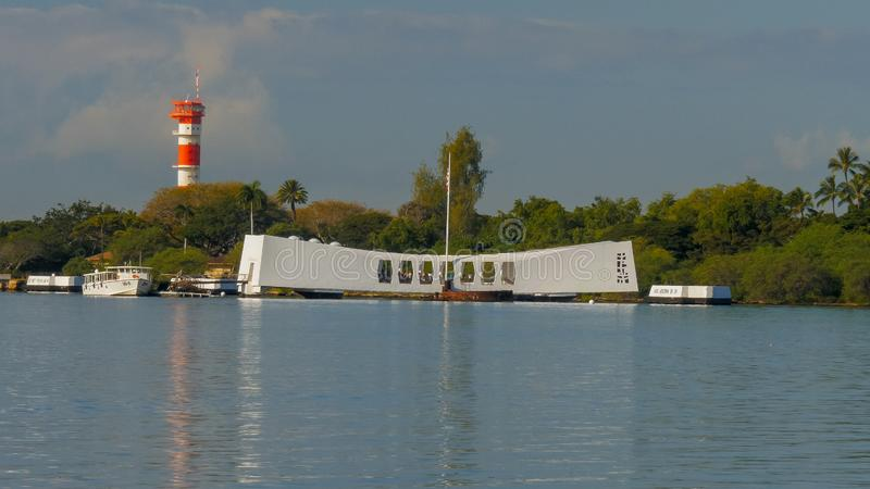 PEARL HARBOR, ESTADOS UNIDOS DA AMÉRICA - 12 DE JANEIRO DE 2015: reflexões do amanhecer do memorial do Arizona no Pearl Harbor foto de stock royalty free