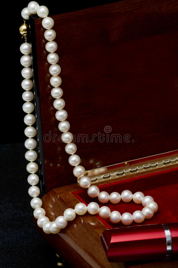 Free Pearl Necklace Royalty Free Stock Image - 35315886