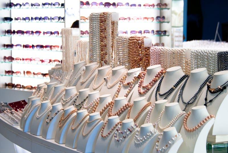 pearls солнечные очки сбывания стоковое фото