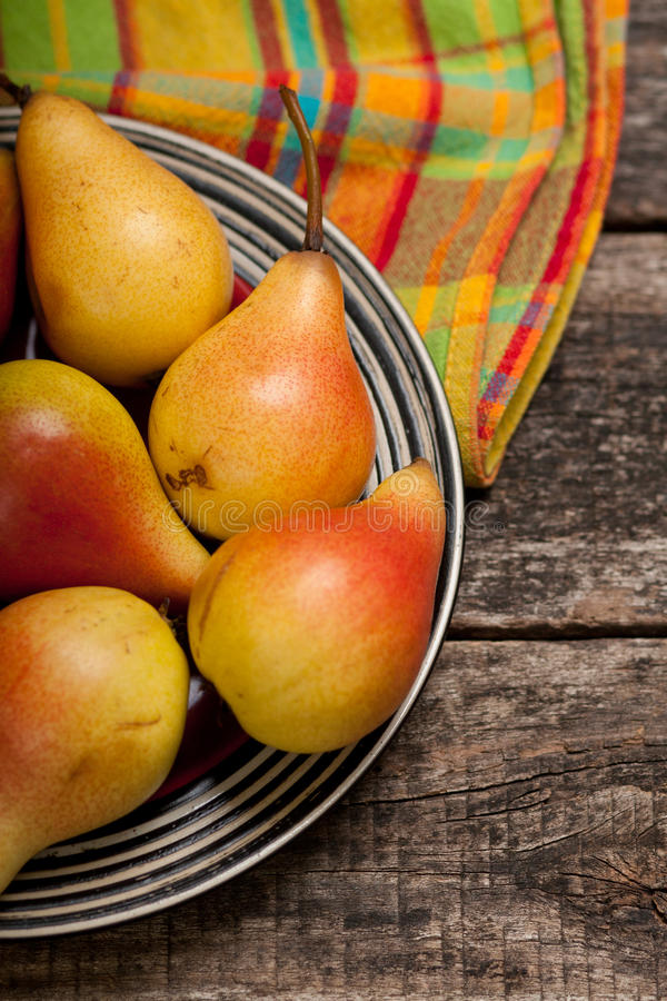 Free Pears On The Dish And Cloth On The Old Wood Backing Stock Photos - 76471093