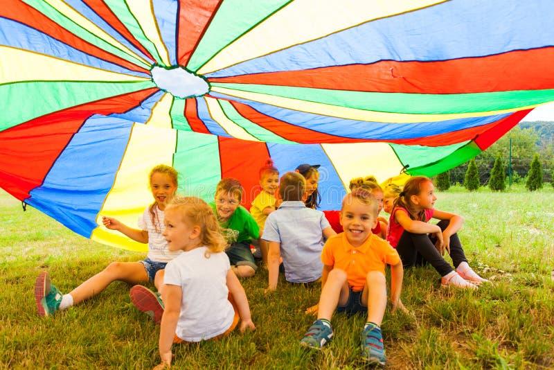 Peau- du ` s d'enfants d'arc-en-ciel photos stock